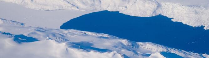 Woda wycieka z jezior na grenlandzkim lądolodzie