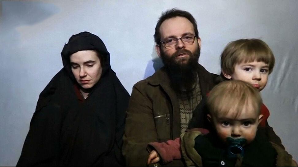 Porwani w czasie podróży, w niewoli doczekali się trojga dzieci. Na wolności po pięciu latach