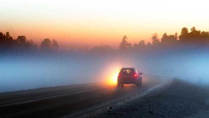 Poranne mgły utrudniały jazdę