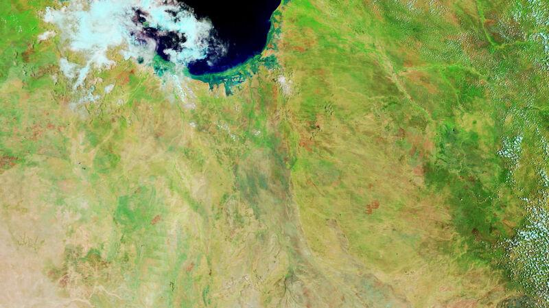 Zdjęcie satelitarne wykonane 7 stycznia 2019 roku (NASA Earth Observatory, Joshua Stevens)