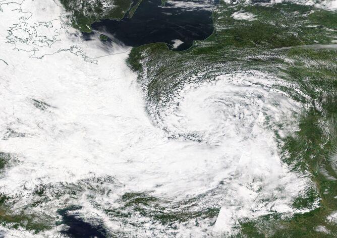 Chmury nad Polską (godz. 14.30) (NASA Worldview)